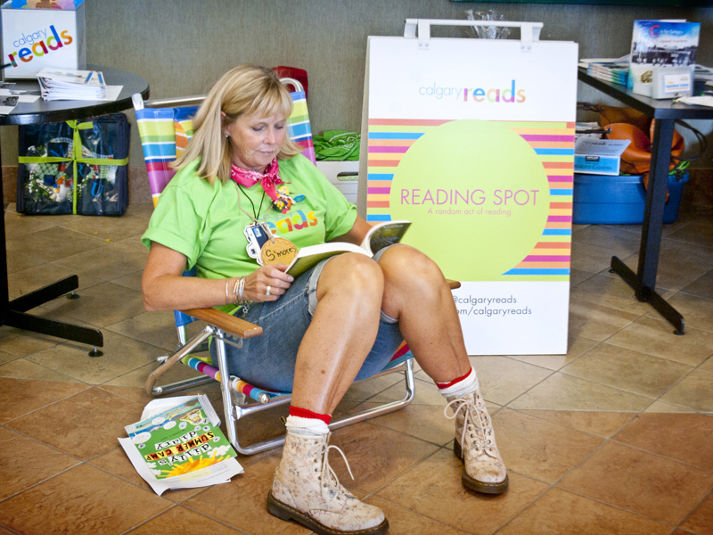 Steacy Collyer takes a moment at a pop-up Reading Spot at Mount Royal University | Photo: Amy Jo Espetveidt
