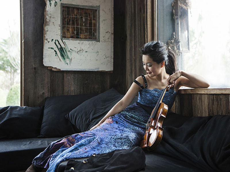 A promotional photo of Yi-Jia Susanne Hou with her violin