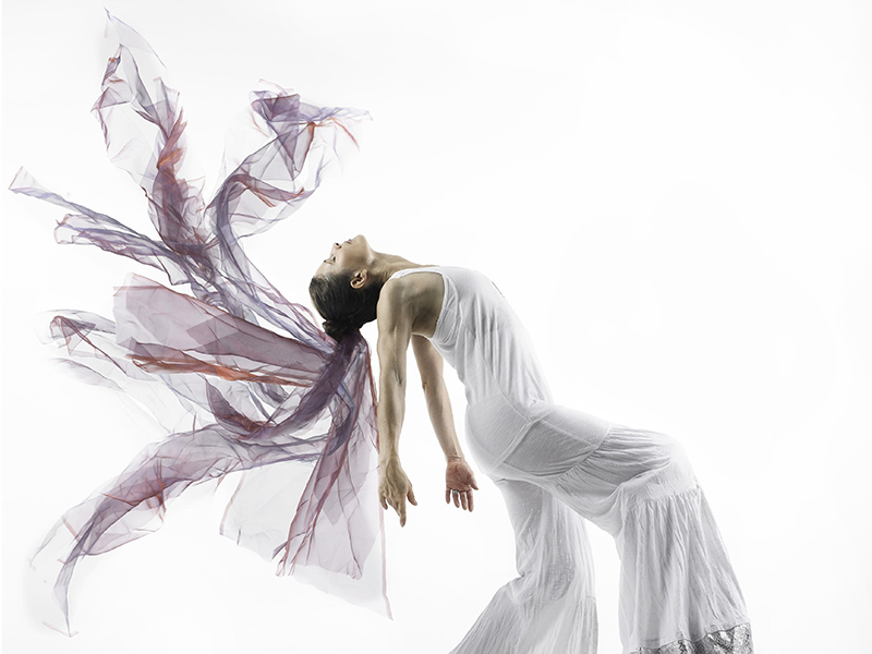 Allara Gooliaff performing on stilts