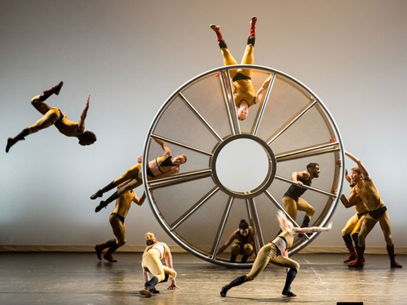 Dancers in the Diavolo company on stage