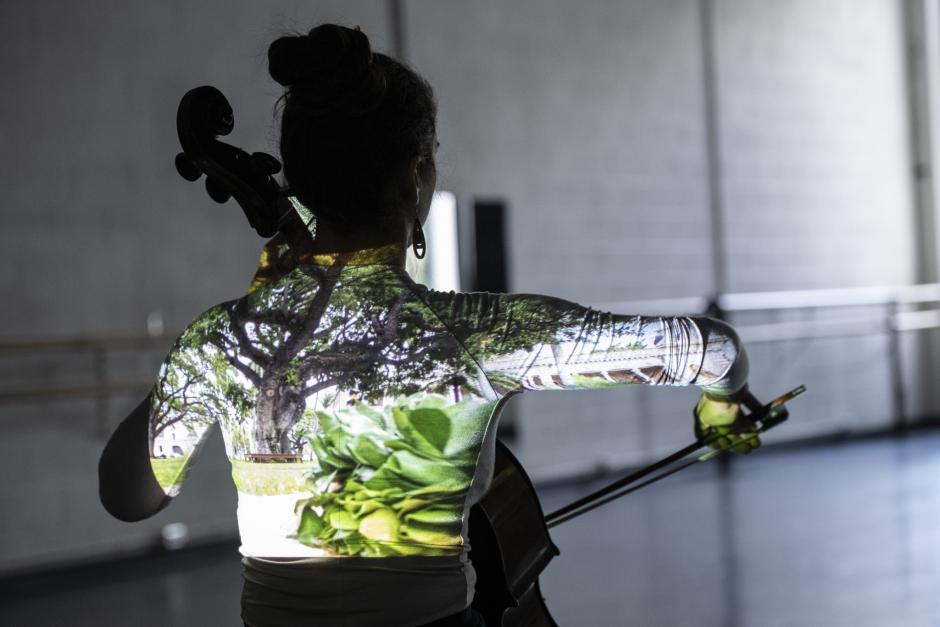 Indigenous performer - Photo