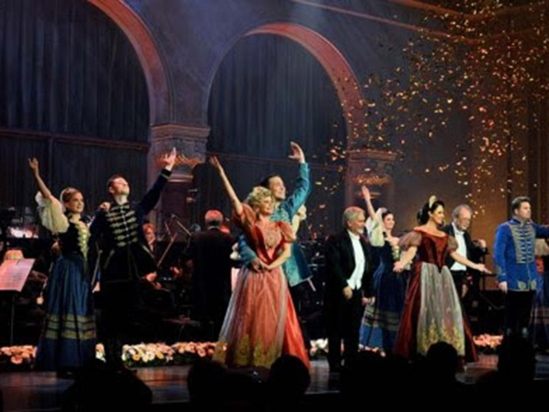 The cast of Salute to Vienna and Budapest on stage