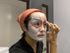 Yukichi Hattori putting on stage make-up